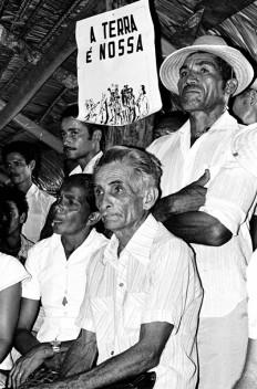 Trabalhadores na luta pela terra. Xambioá, Tocantins, Brasil. Foto Paulo Santos 1983