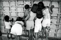 Crianças Tukano Expedição para criação do território indígena do rio Negro. São Gabriel da Cachoeira, Amazonas, Brasil Foto Paulo Santos. 1997