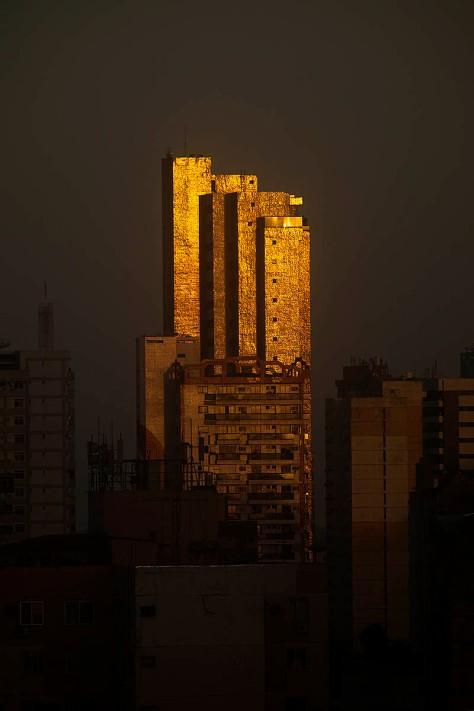 Luzes do amanhecer refletem nos prédios da Cremação. Belém,Pará, Brasil. Foto Paulo Santos 22/05/2015
