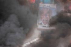 Protesto e manifestações contra a reforma trabalhista, greve geral Fora Temer. Manifestantes fecham a BR 316. Foto: Ney Marcondes. Marituba, Pará, Brasil 28/04/2017.